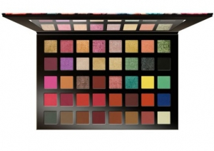 Character Majestic Eyeshadow Palette – MJ002