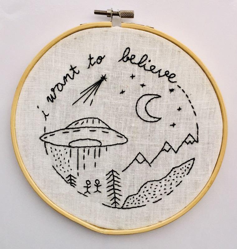 Embroidery Hoop White Linen Fabric - Medium
